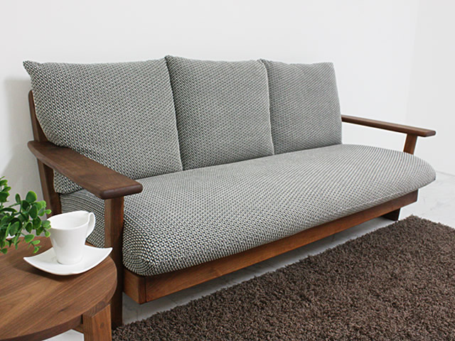 ウォールナット材のソファ