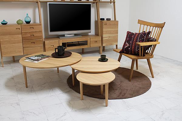 オーク材を使用したリビングテーブル