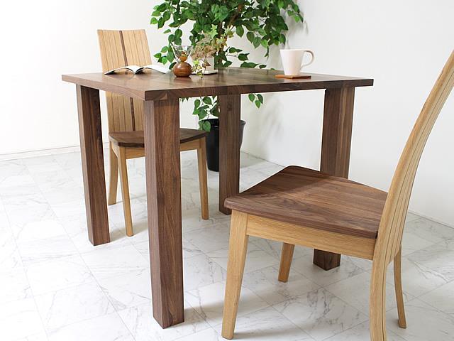 ウォールナットのコンパクトな正方形ダイニングテーブル使いやすい4本脚