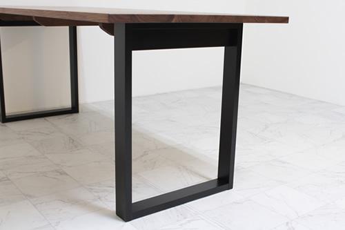 ウォールナットのダイニングテーブルブラック木製脚
