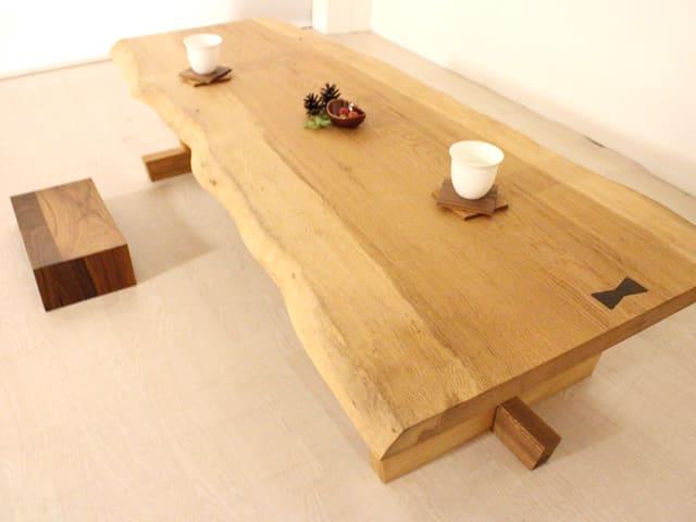 楢一枚板リビングテーブル 使用イメージ