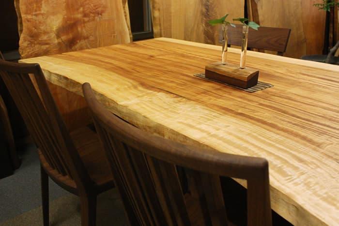栃(とち)の樹木活かしたテーブル
